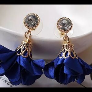 Jewelry - GOLD CRYSTAL FLORAL FLOWER DANGLE EARRINGS